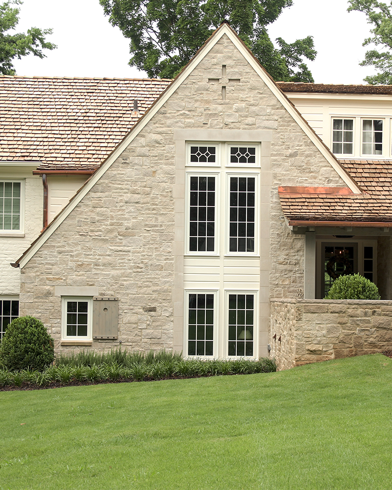 Random Pattern Splitfaced Indiana Limestone Veneer with Indian aLImestone Window Surround
