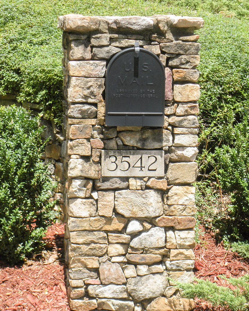 Medium Stack Moss Rock (Fieldstone) Mailbox