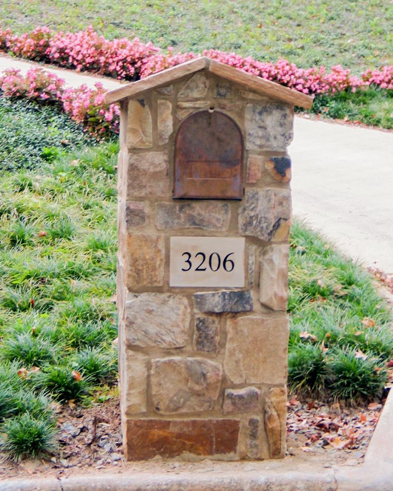 Squared Random Moss Rock (Fieldstone) Ashlar Mailbox