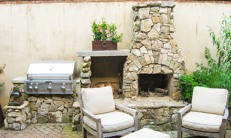 Medium Stack Moss Rock (Fieldstone) Outdoor Fireplace