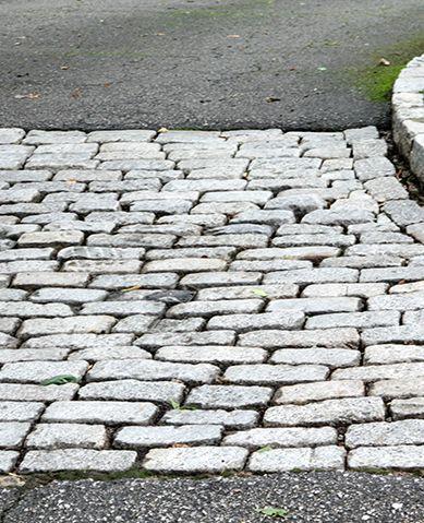 1da salt and pepper granite cobblestone driveway apron