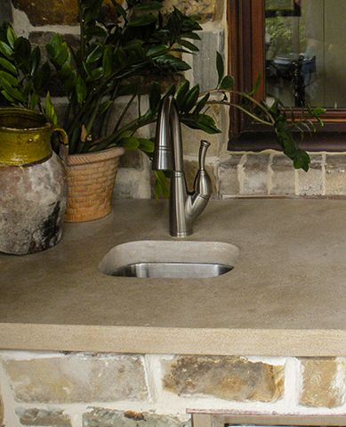 Attractive 5SC Indiana Limestone Countertop In Outdoor Kitchen